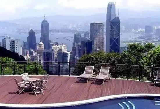 城市菁英偏爱住奢宅,更偏爱半山奢宅,国际巨星成龙的半山豪宅更是遍布各地。